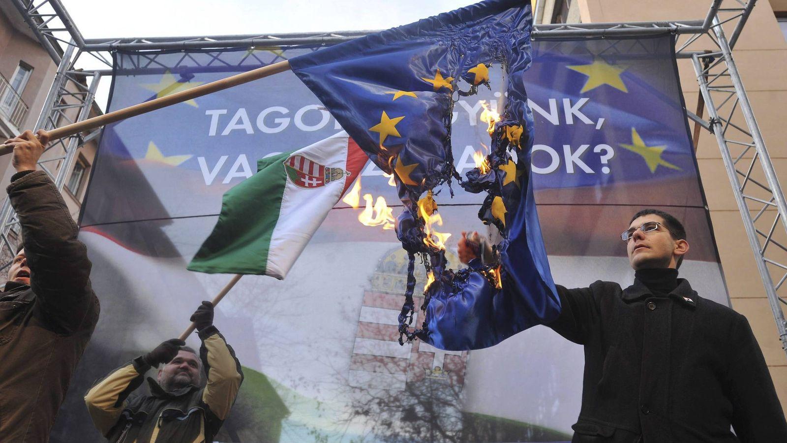Foto: Manifestación antieuropeíosta de extrema derecha en Budapest, Hungría. (EFE)
