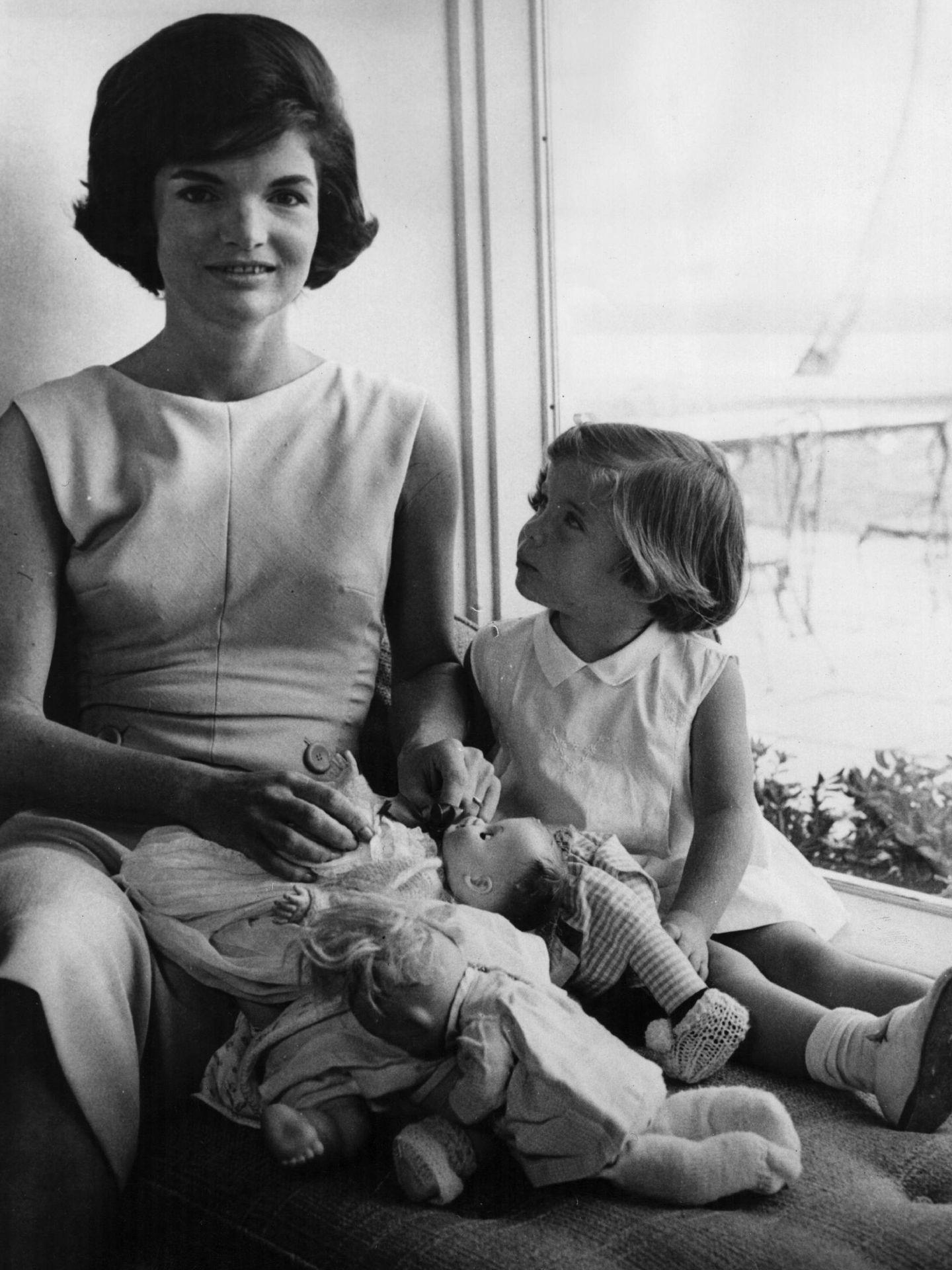 Jackie y su hija Caroline en 1961. (Getty)