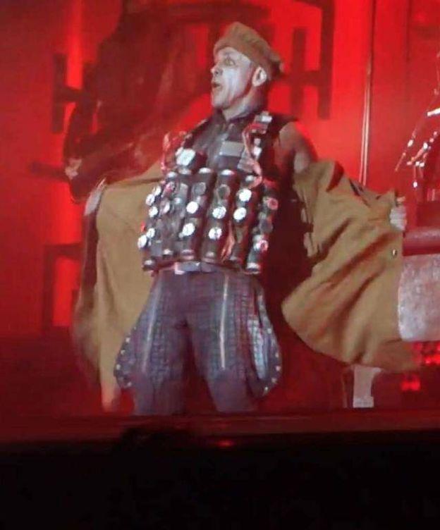 Foto: Till Lindemann, vocalista de Rammstein, al final del 'Zerstören'.