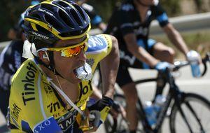 Alberto Contador desafía al dolor y se asoma a la cabeza a las primeras de cambio