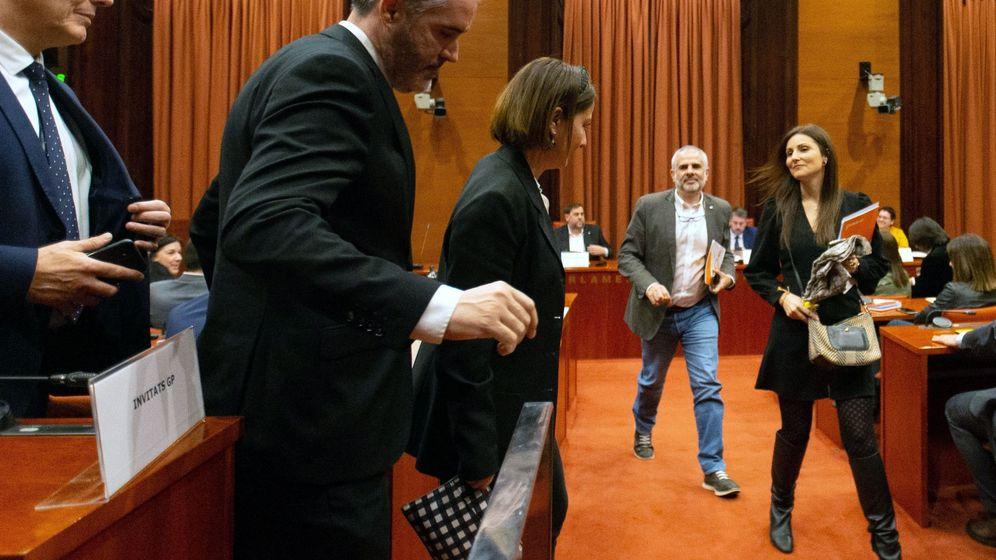 Foto: Los diputados de Ciudadanos abandonan el Parlament. (EFE)