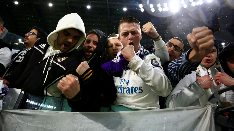 Aficionados del Madrid en el Juventus Stadium. (EFE)