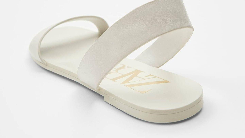 Sandalias baratas de piel de Zara. (Cortesía)