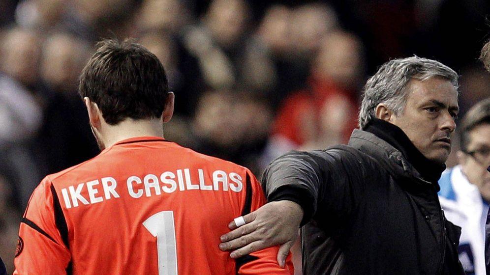 Foto: Casillas y Mourinho, en un partido con el Real Madrid (Efe)