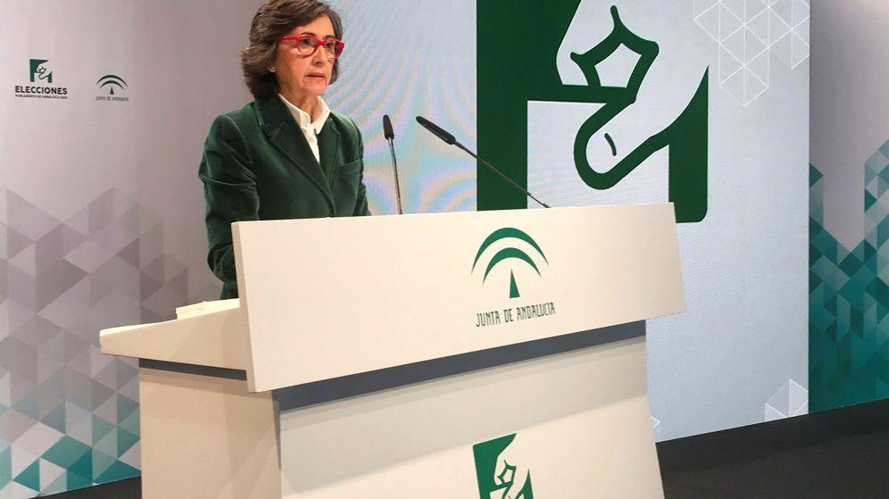 Foto: La consejera andaluza de Justicia e Interior, Rosa Aguilar, ofrece el dato de participación a las 18:00. (EFE)