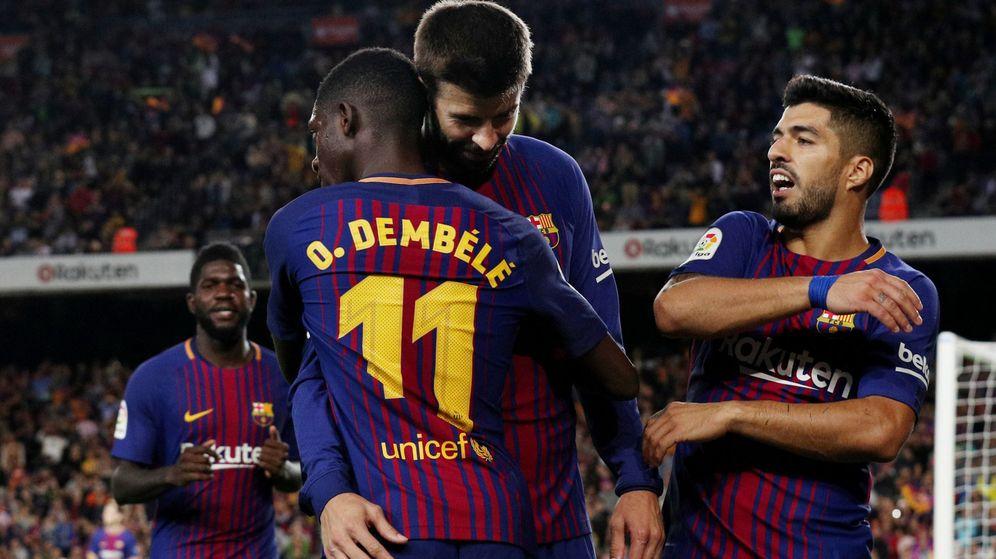 Foto: Piqué, Dembélé y Luis Suárez celebran un gol del FC Barcelona ante el Espanyol | Reuters