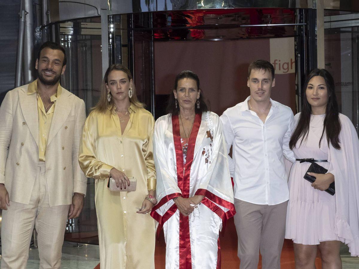 Foto: Estefanía de Mónaco con sus hijos en la gala de la asociación Fight Aids. (Getty)