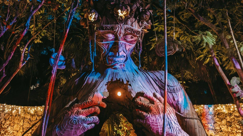 'Ven a la luz', una instalación del artista Daniel Popper en Tulum que genera colas (Unsplash)