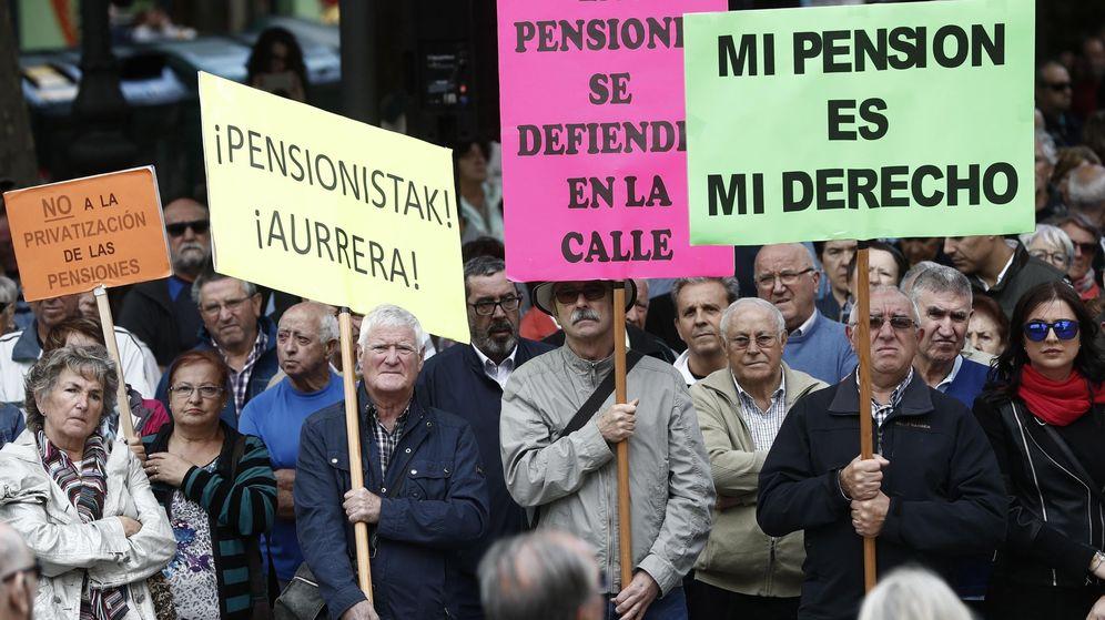 Foto: Manifestación de jubilados y pensionistas en Pamplona en defensa del sistema público de pensiones. (EFE)