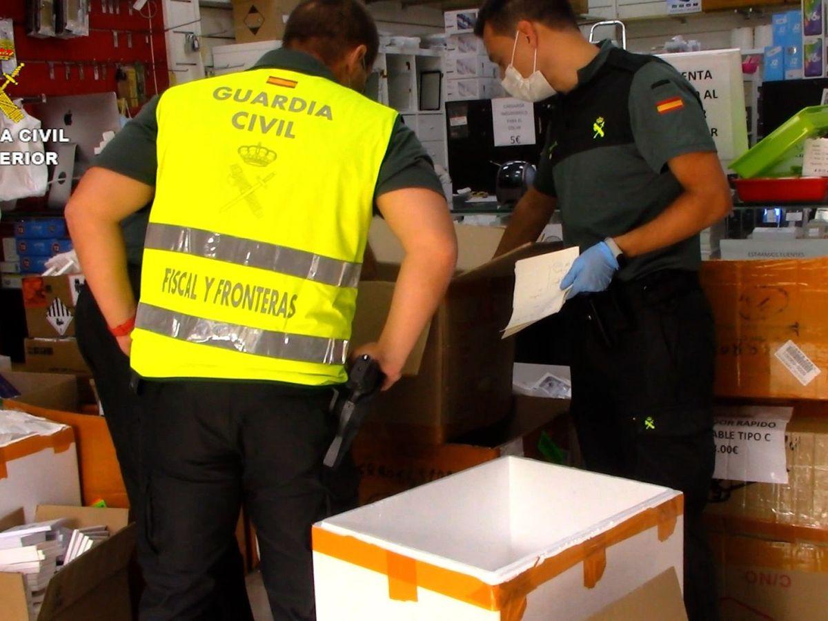 Foto: La Guardia Civil interviene en el polígono Cobo Calleja, en una imagen de archivo. (EFE)