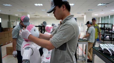 Así se construyen en China los robots que cuidarán de ti