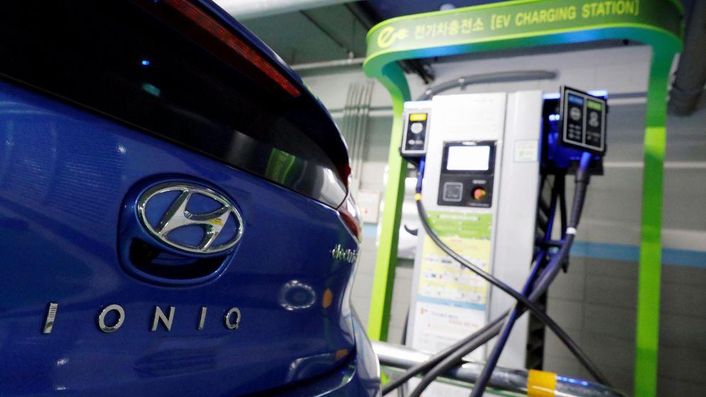 Foto: Un Hyundai Ioniq cargando. (Reuters)