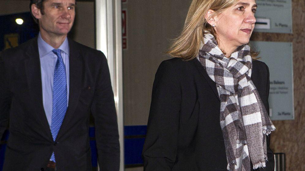 Foto: La infanta Cristina y su marido, Iñaki Urdangarin, a su salida de la sala del juicio por el Caso Nóos, el pasado 3 de marzo. (EFE)