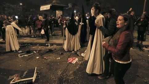 Pánico en la 'Madrugá': varias estampidas interrumpen las procesiones en Sevilla