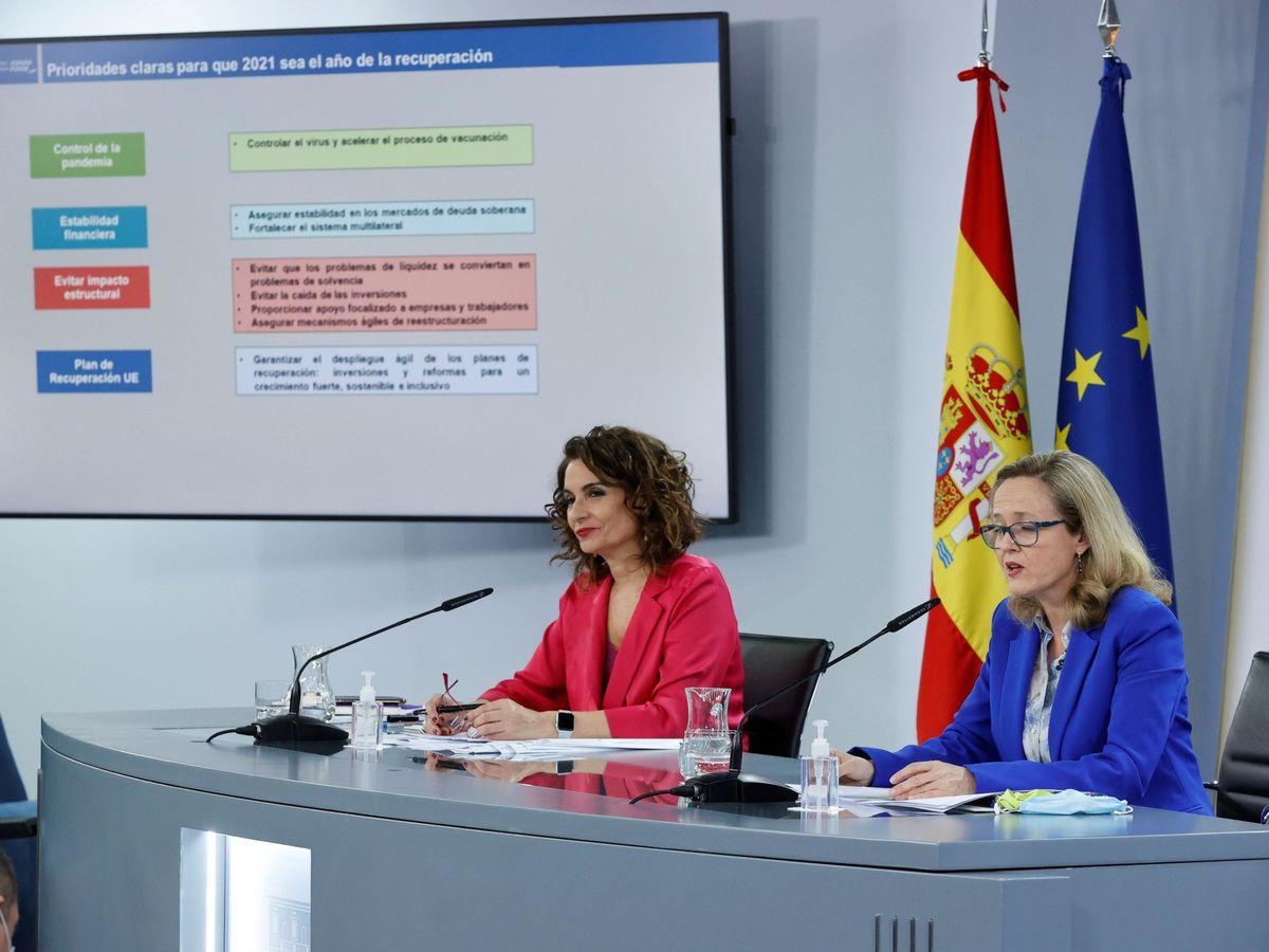 Foto: La ministra de Hacienda y portavoz del Gobierno, María Jesús Montero (i), y la vicepresidenta de Asuntos Económicos, Nadia Calviño,