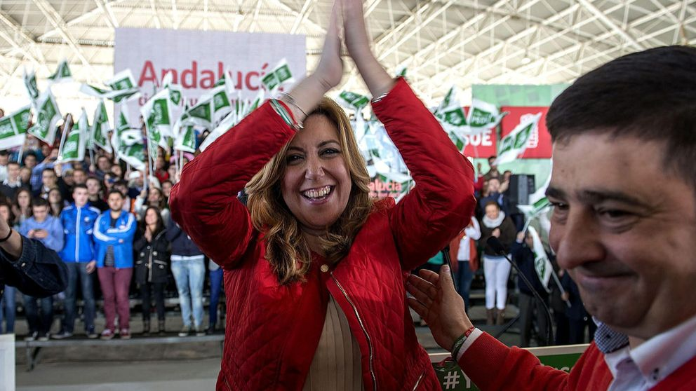 Díaz clama sola frente al desfile de líderes nacionales en la campaña