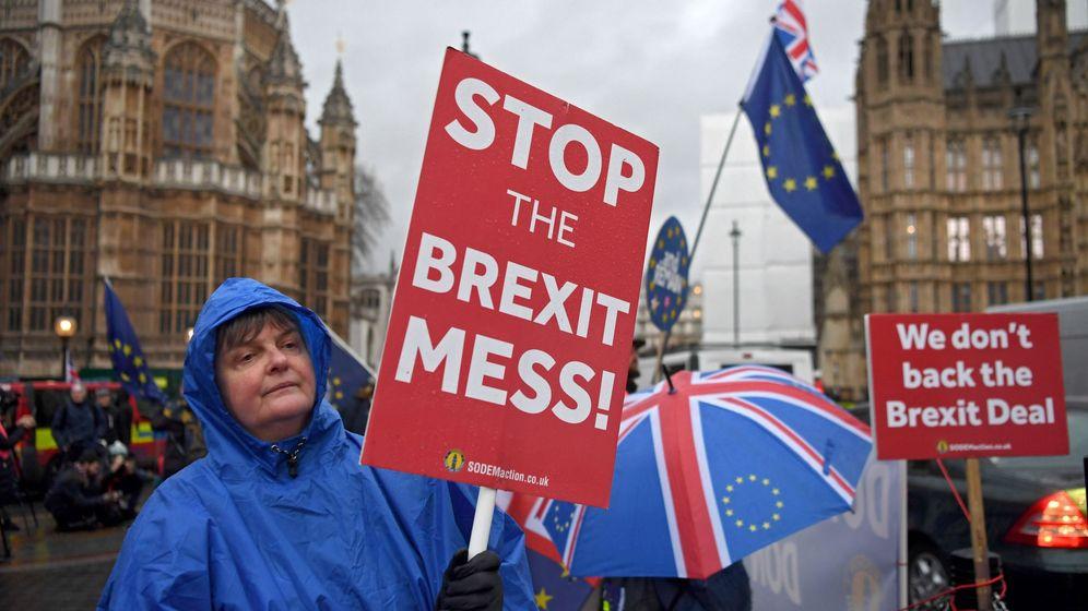 Foto: Manifestantes en contra del Brexit, frente al Parlamento británico, el 16 de enero de 2019. (Reuters)