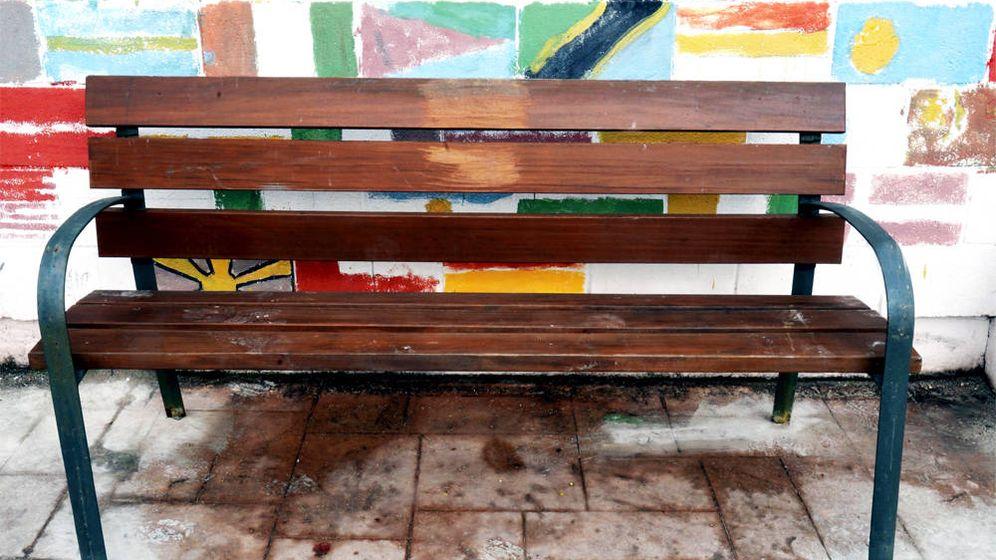 Foto: Los alumnos podrán pintar el banco de la amistad con los colores que más les gusten (Foto: Twitter)