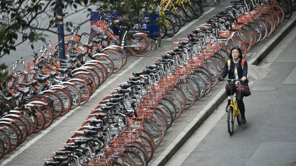 China descubre las bicis de alquiler a través del móvil, y es un completo caos