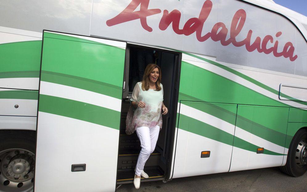 Foto: Susana Díaz, a su llegada a la localidad sevillana de Guillena, el 8 de mayo de 2015, en la campaña de las municipales. (EFE)