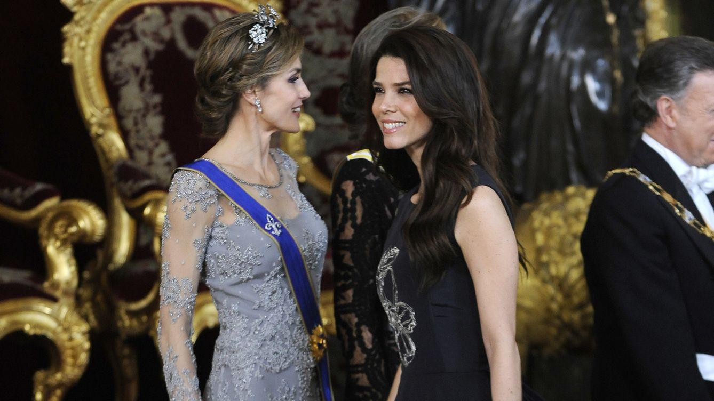 Foto: Juana Acosta con la Reina Letizia en la cena de gala con el presidente de Colombia (Gtres)
