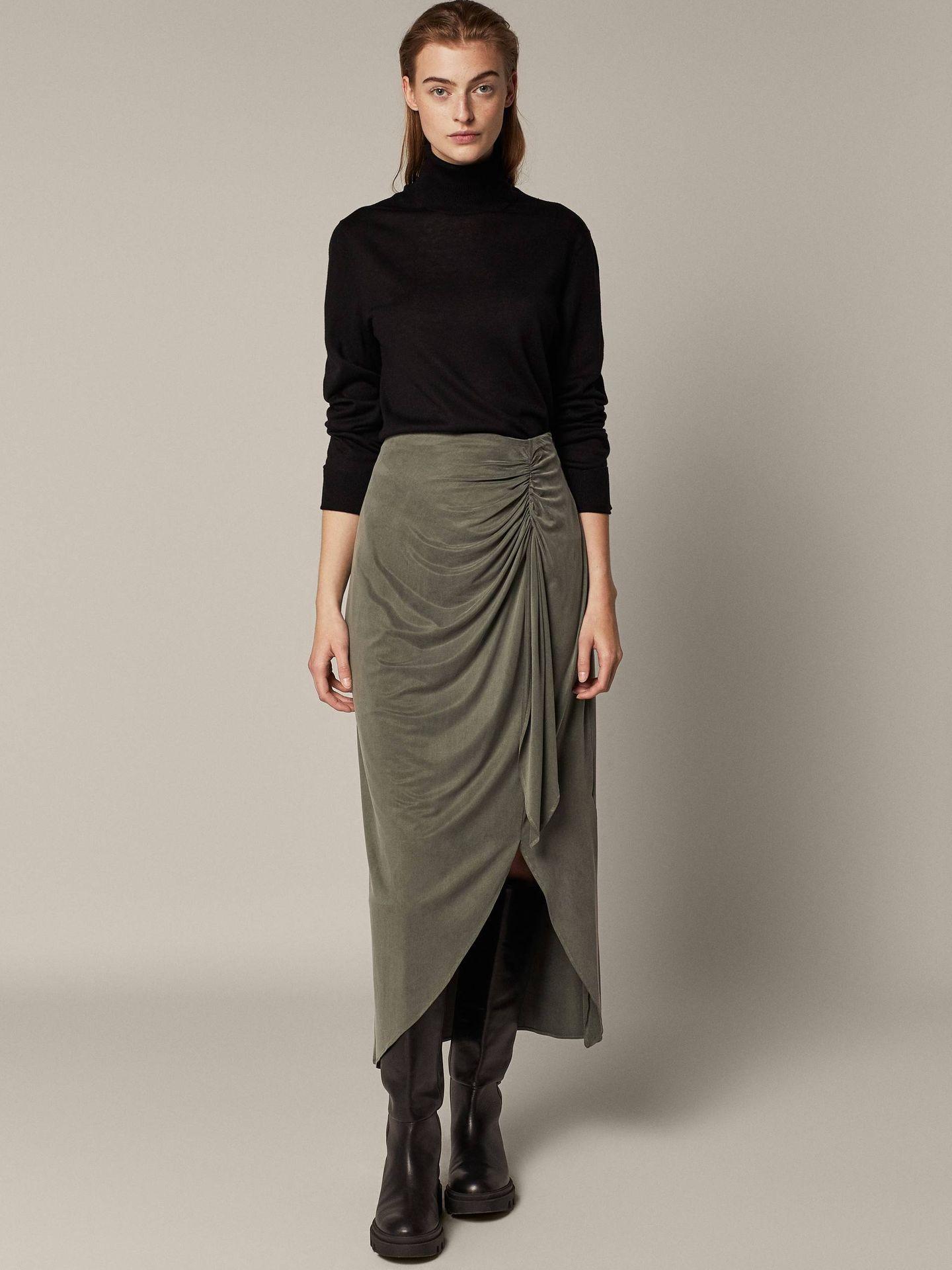 Falda de cupro de Massimo Dutti. (Cortesía)