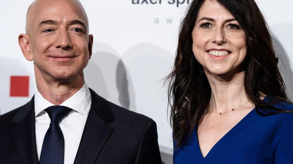 Foto: MacKenzie Scott en una foto con su ex marido, Jeff Bezos.