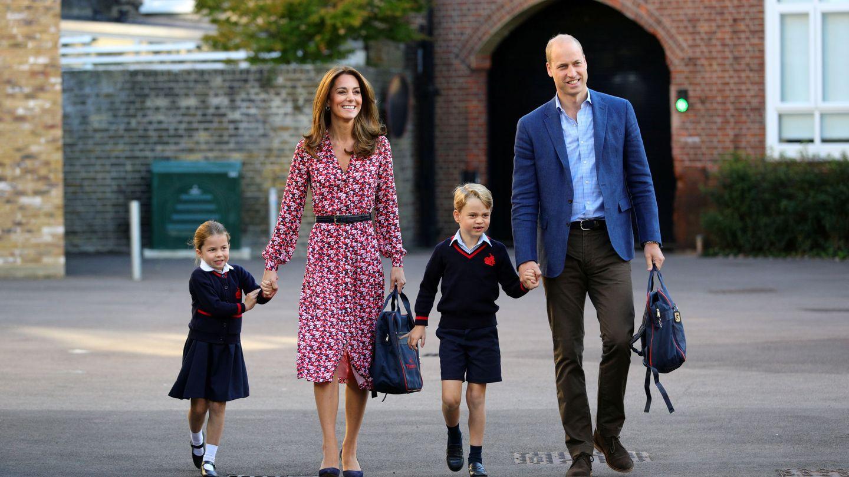 Los duques de Cambridge, acompañando a sus hijos el primer día de colegio. (Reuters)