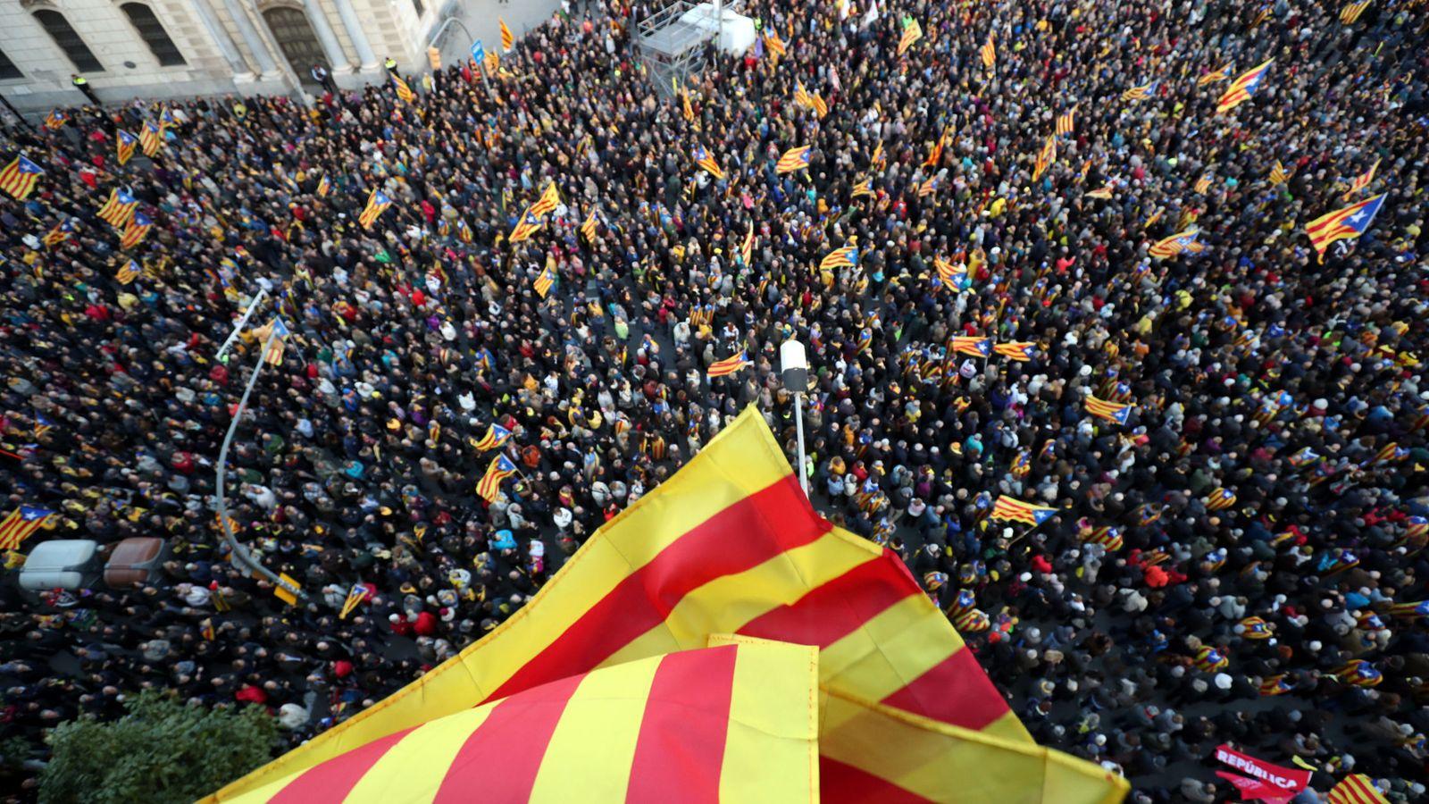 """Foto: El PSOE y el PP defienden la """"normalidad"""" que el artículo 155 ha llevado a Cataluña. (Reuters)"""
