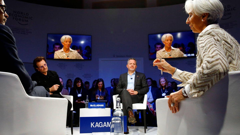 Paul Kagame junto a Bono, Bill McGlashen y Christine Lagarde durante el Foro de Davos. (Reuters)