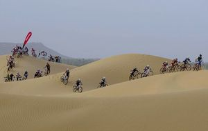 Luis Pasamontes, de correr el Tour de Francia a sufrir en el desierto