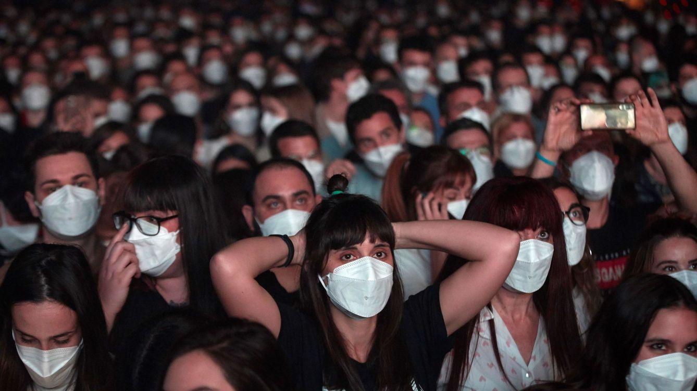 El fin de la quinta ola y la vacunación abren el debate: ¿hay que eliminar las restricciones?