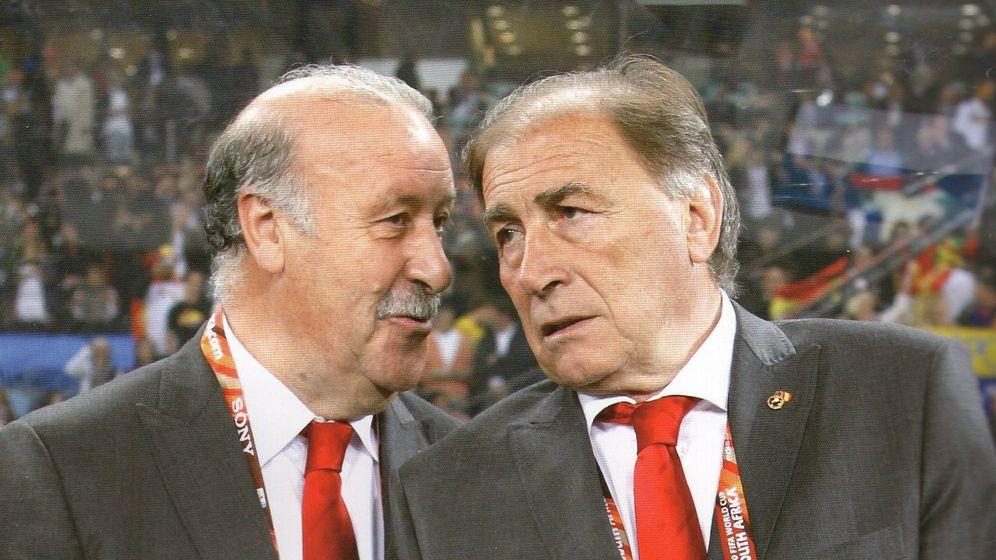 Foto: Vicente del Bosque y Toni Grande, antes de un partido de la Selección.