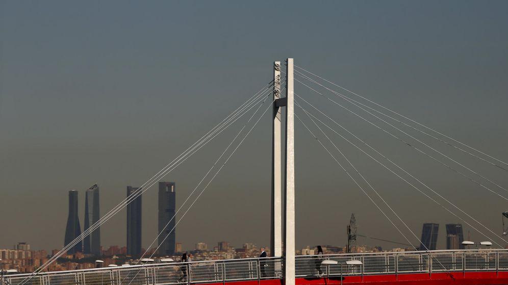 Foto: Vista de Madrid desde Pozuelo de Alarcón, con la 'boina' de contaminación sobre Madrid. (EFE)