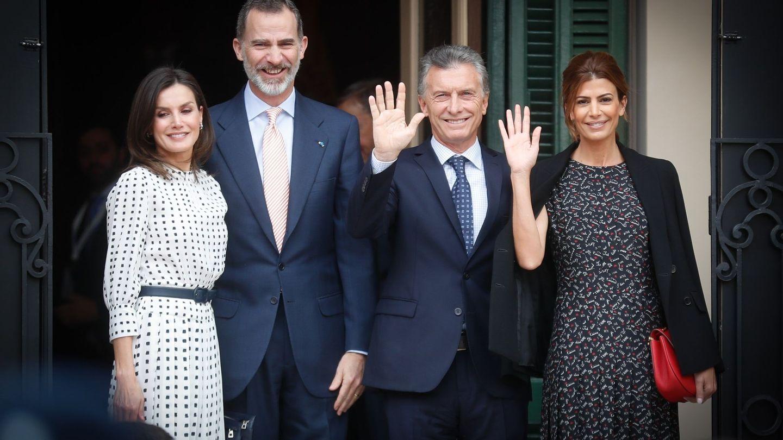 Los reyes Felipe VI y Letizia junto al presidente de Argentina, Mauricio Macri, y su esposa, Juliana Awada, en Argentina. (EFE)
