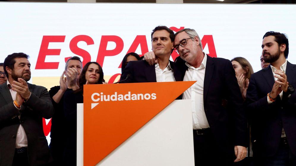 Foto: Albert Rivera y José Manuel Villegas durante la noche electoral del 10 de noviembre. (EFE)