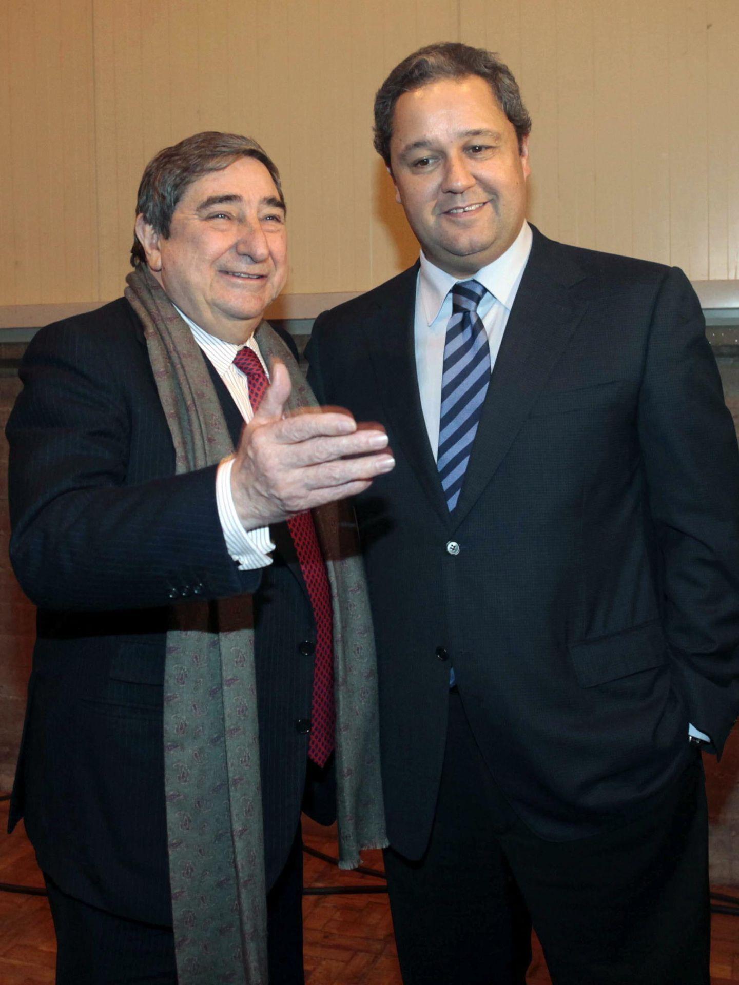 Lendoiro, junto al nuevo presidente Tino Fernández (Efe).