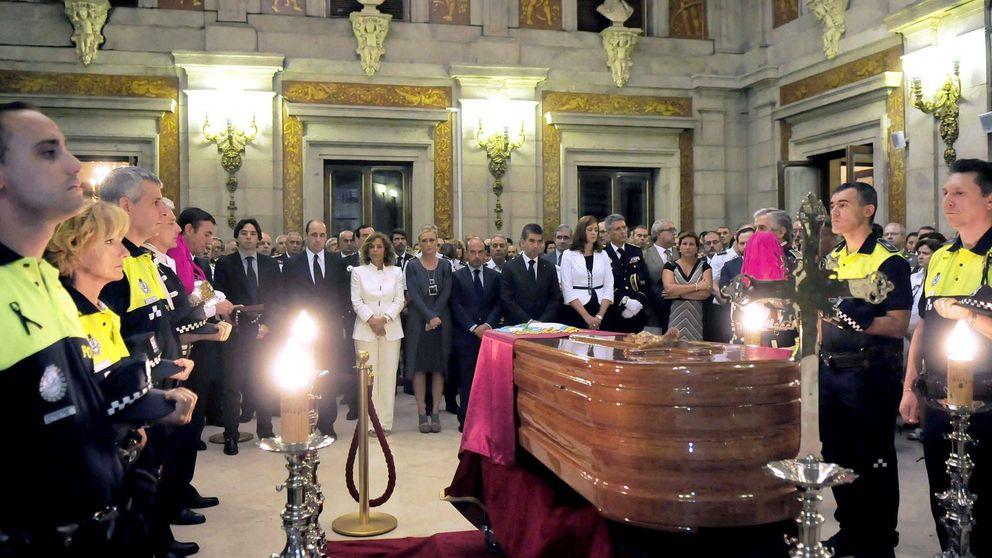 Carmena recorta presupuesto en coronas funerarias y esquelas de policías municipales