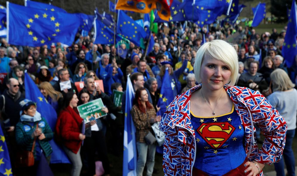Foto: Manifestación pro-UE en Edimburgo, en marzo de 2018. (Reuters)