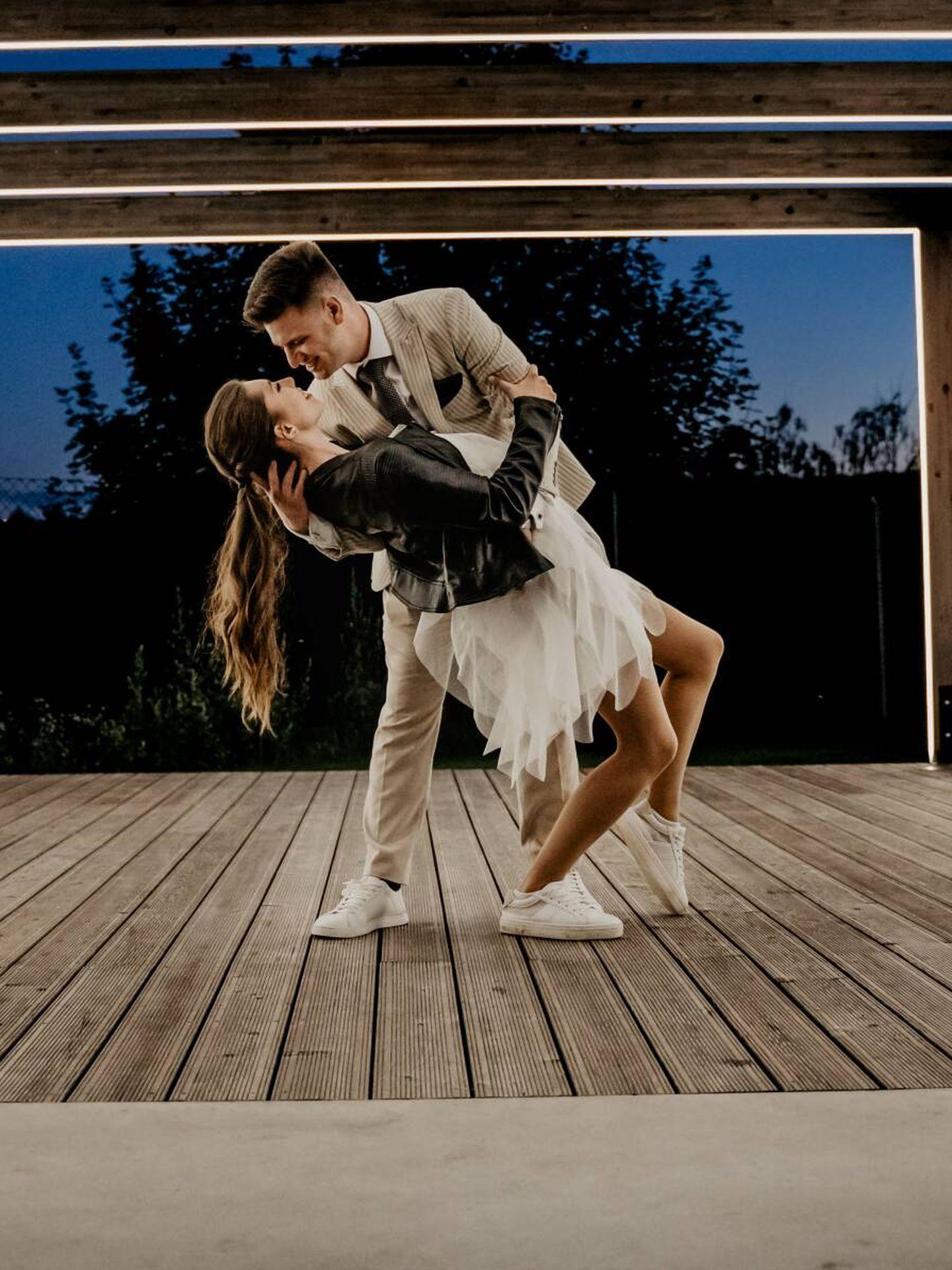 Canción para el primer baile casados. ( Victoria Priessnitz para Unsplash)