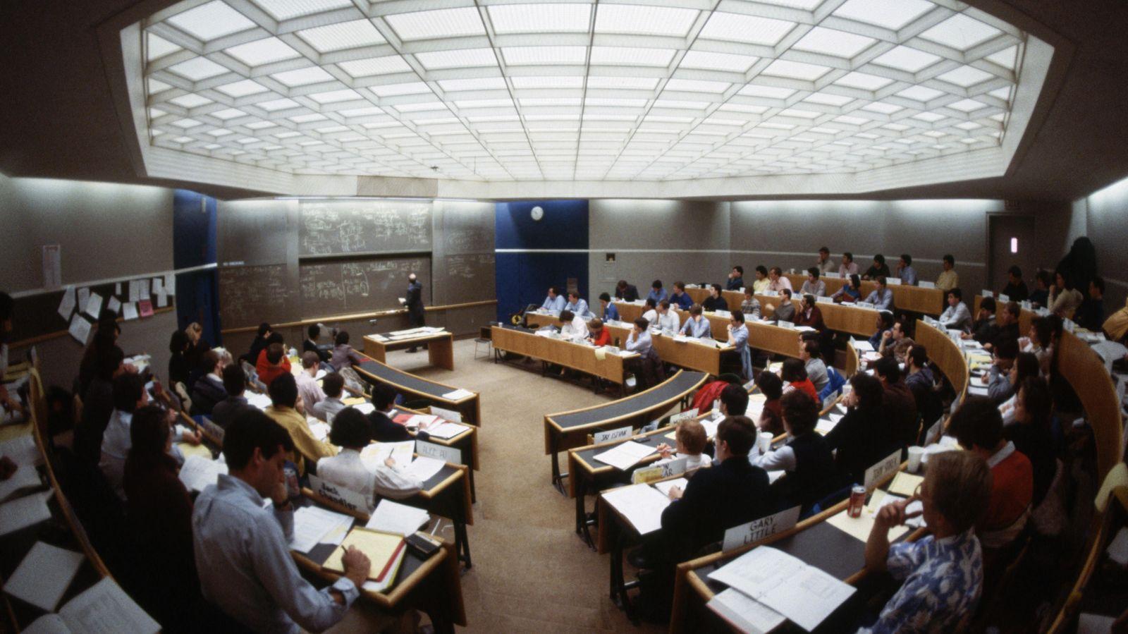 Foto: Estudiantes de una clase de Economía en la Universidad de Harvard (Massachusetts). (Corbis/Michael S. Yamashita)