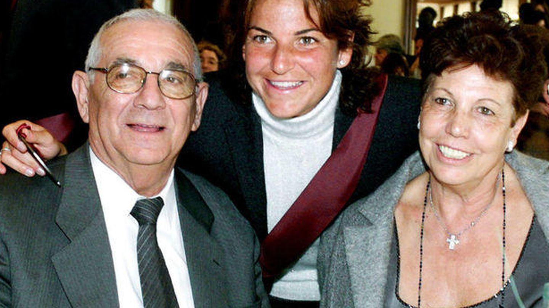 Arantxa Sánchez Vicario con sus padres.