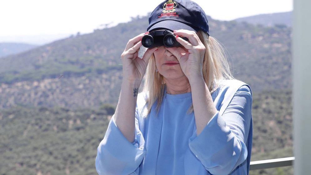 Foto: Cristina Cifuentes, en una visita a una torre de vigilancia para combatir incendios forestales.