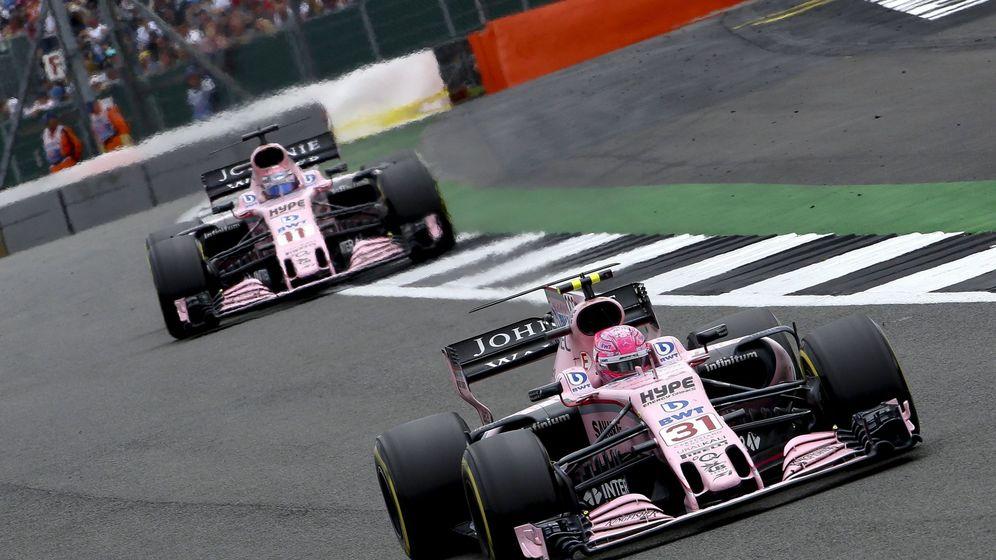 Foto: Force India durante la carrera en Silverston. (EFE)