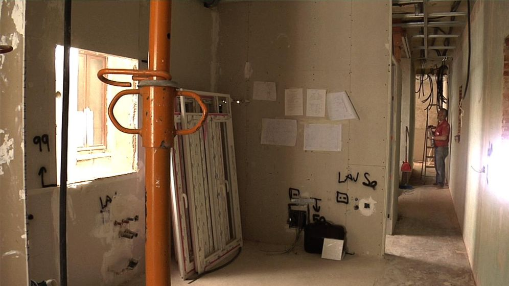 Vivienda una casa antigua vieja y mal conservada puede - Cuanto puede costar reformar un piso entero ...