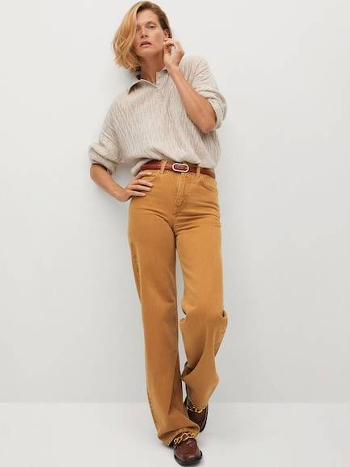 Look casual de Mango con jersey y pantalón. (Cortesía)