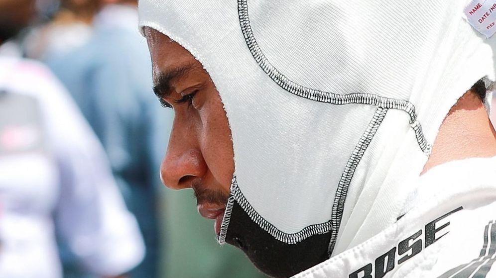 Foto: Lewis Hamilton, poco antes de subirse al monoplaza.