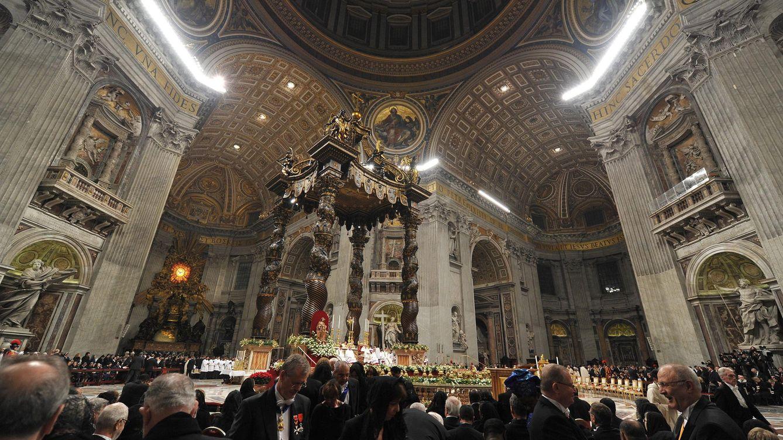 Foto: El papa Francisco celebra su primera Misa del Gallo en la Nochebuena de 2013. (Efe/Ettore Ferrari)