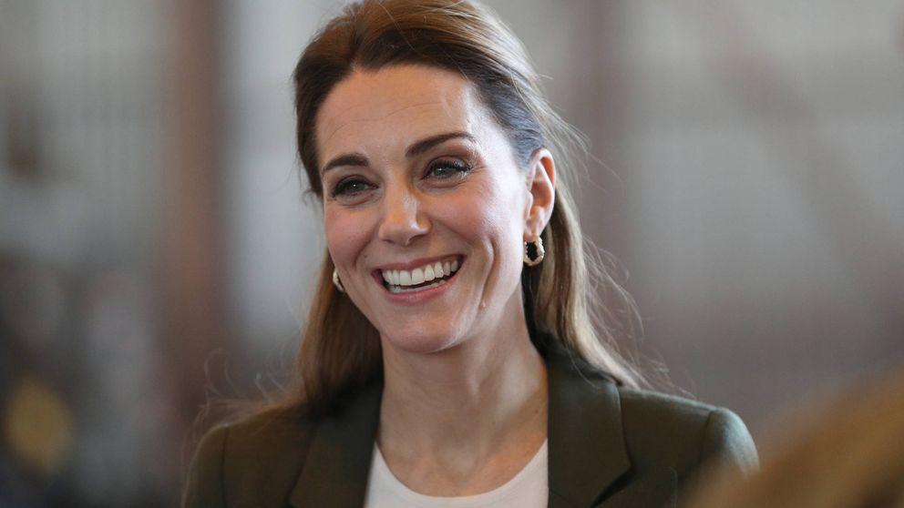 Kate llega  a Chipre con el look perfecto (y sencillo) que querrás esta Navidad