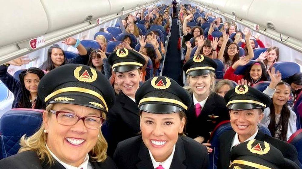 Foto: Una tripulación solo femenina para llevar a la próxima generación de mujeres piloto (Foto: Twitter/Delta)